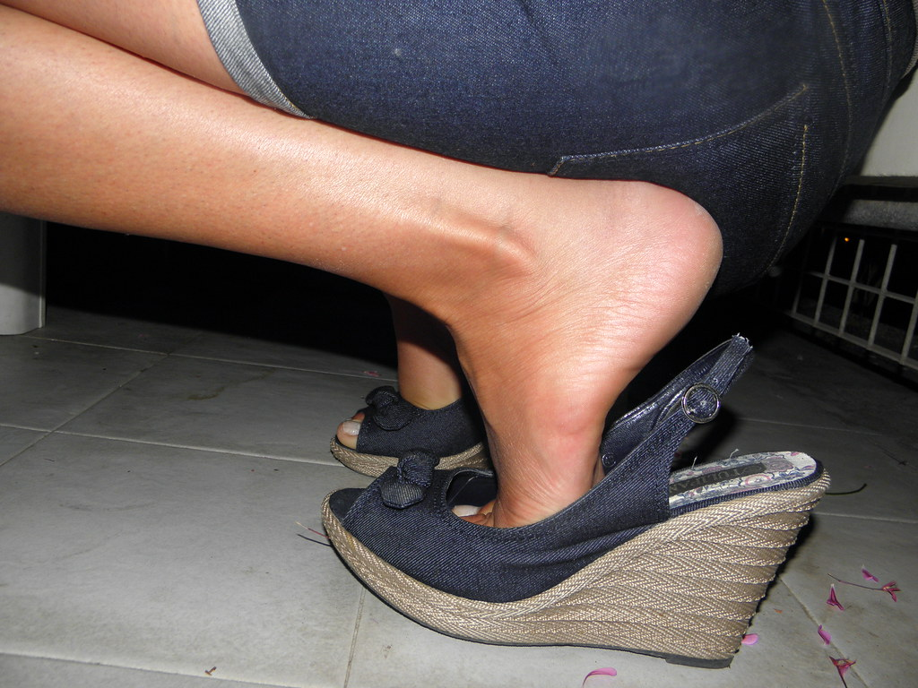 Candid sexy sandales feet lyon part dieu1 - 4 6