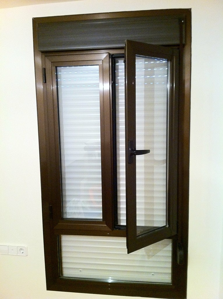 ventanas abatibles y oscilobatientes de aluminio color bro