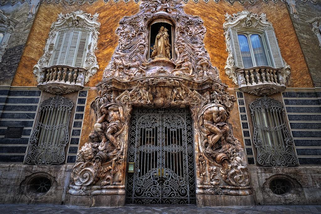 Porta del palau del Marqués de Dosaigües (Museu de Ceràmic…  Flickr