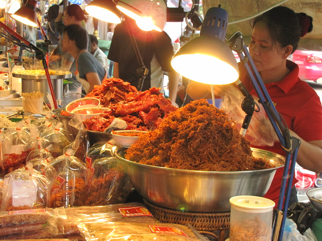 Eating out in Bangkok, Thailand - Food vendor at Chatuchak Market