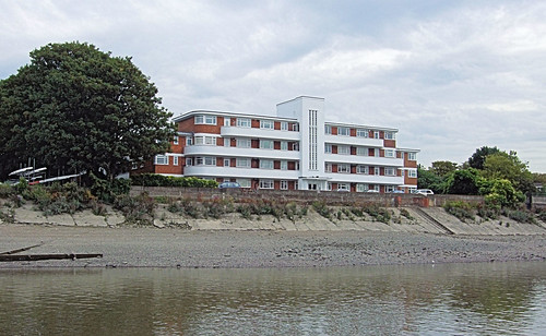 Art Deco Flats By The Thames At Chiswick - London. | by Jim Linwood