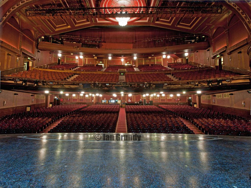 Dominion 4142 dominion theatre london from the stage for Balcony novello theatre