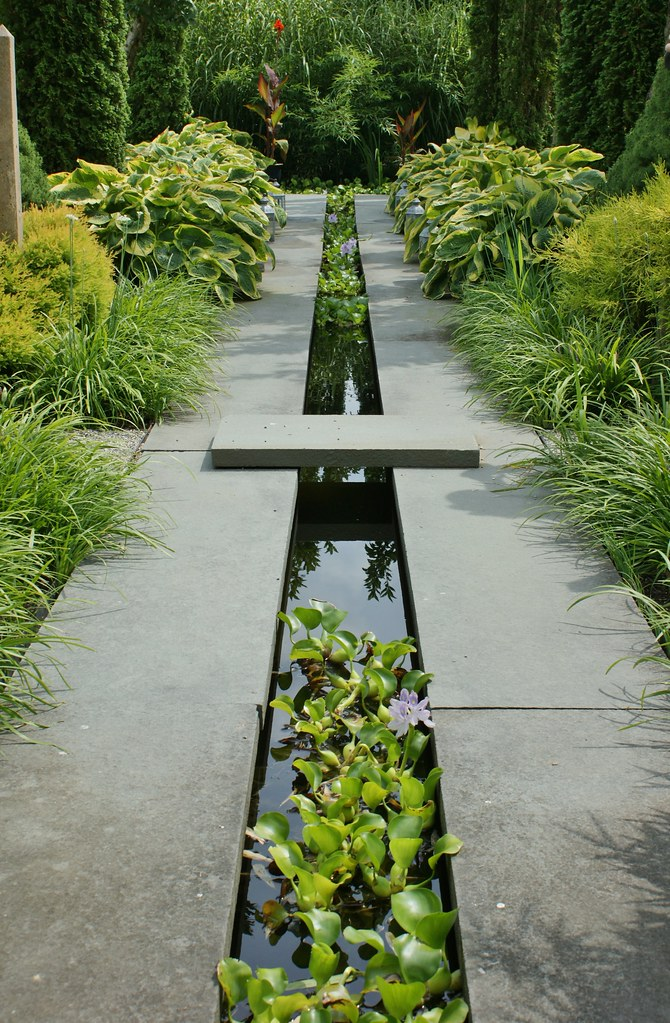 Water runnel formal garden feature 2 karl gercens flickr for Garden design channel 4