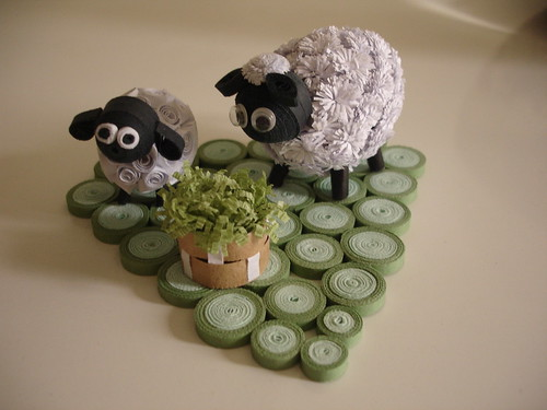 объемная композиция с 2 квиллинг овечками