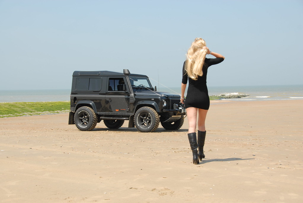 Defender girl babe ter steene special edition 12 flickr for Interieur defender 90