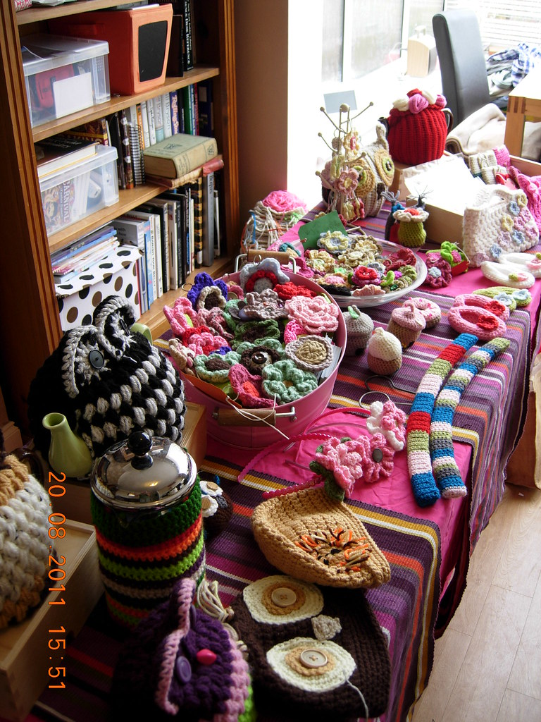 Crochet craft fayre dummy run for a craft fayre tomorrow for Hat display ideas for craft shows