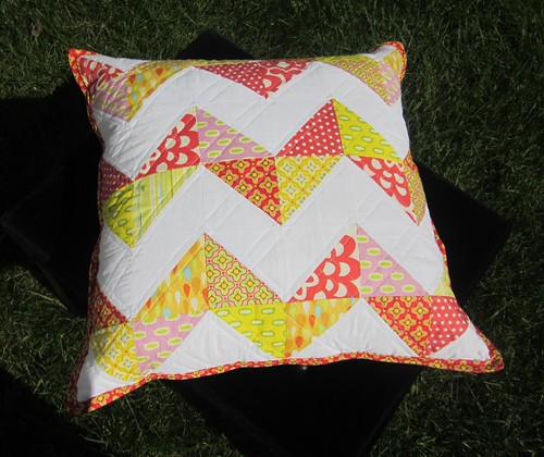 HST (half-square triangle) pillow | by s.o.t.a.k handmade