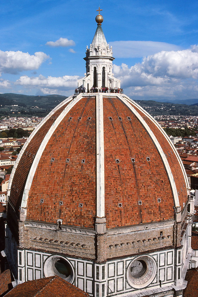 brunelleschis dome When you first see brunelleschi's dome, you can't help but wonder how such a massive structure—the first octagonal dome in history built of brick without a wooden support frame—could possibly have been constructed in the 15th century.
