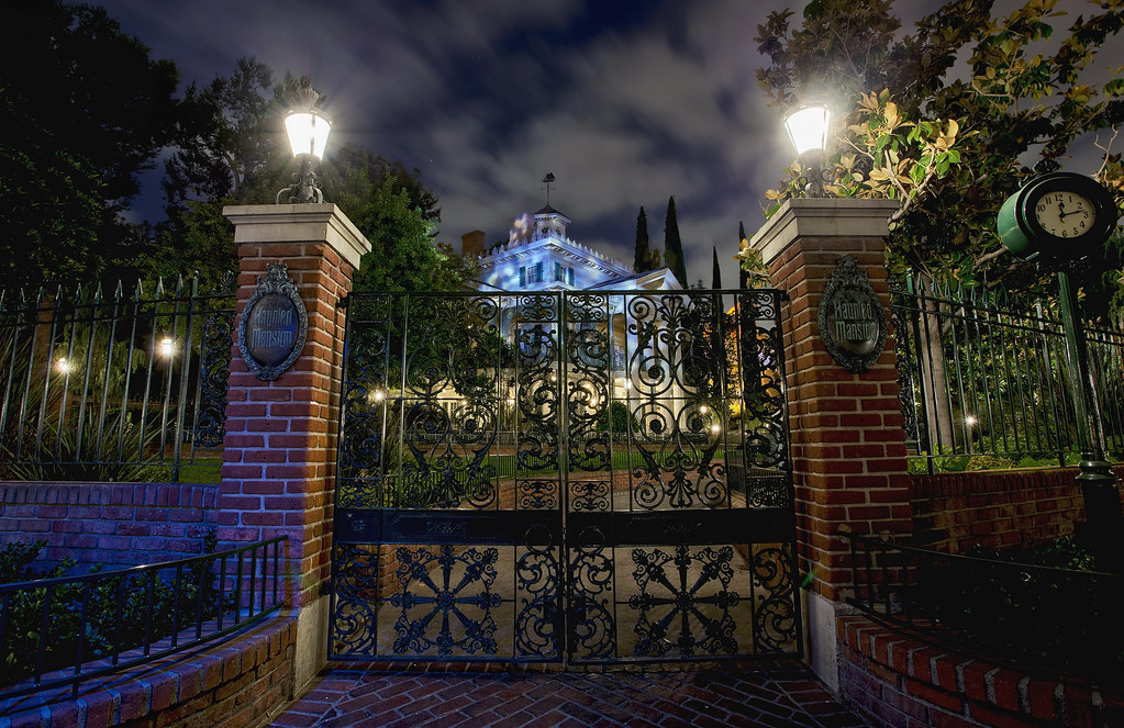 disneyland haunted entryway i love the look of