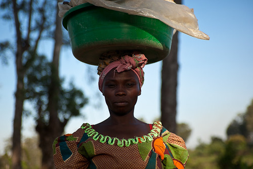 Lendu woman carrying cassava - DR CONGO - | by C.Stramba-Badiali