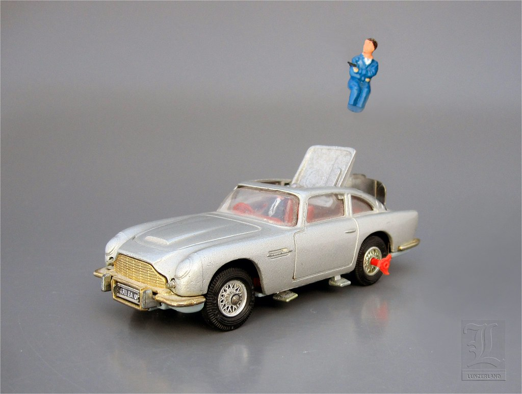 JAMES BOND 007 ASTON MARTIN DB5 No. 270 with EJECTOR SEAT … | Flickr