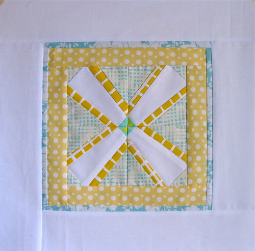 4x5 Bee Block - Kati | by Annamal Quilts