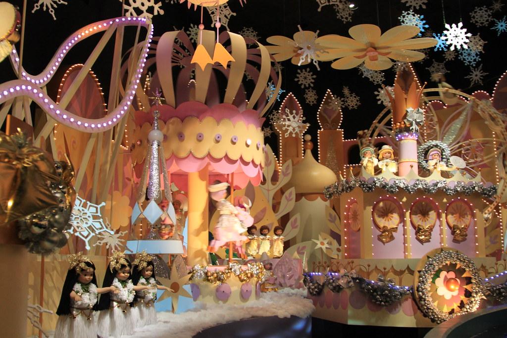Small World Christmas At Hong Kong Disneyland Park Flickr