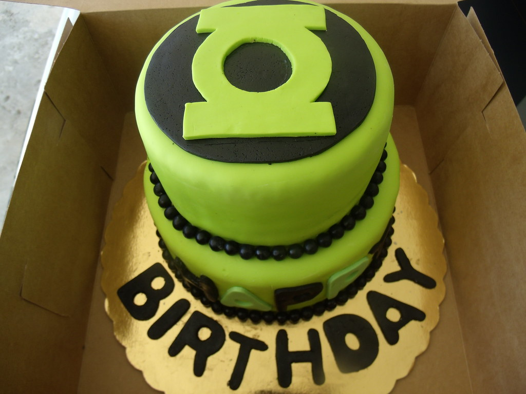Green Lantern Cake Chocolate And Yellow With Oreo Filling Ambar