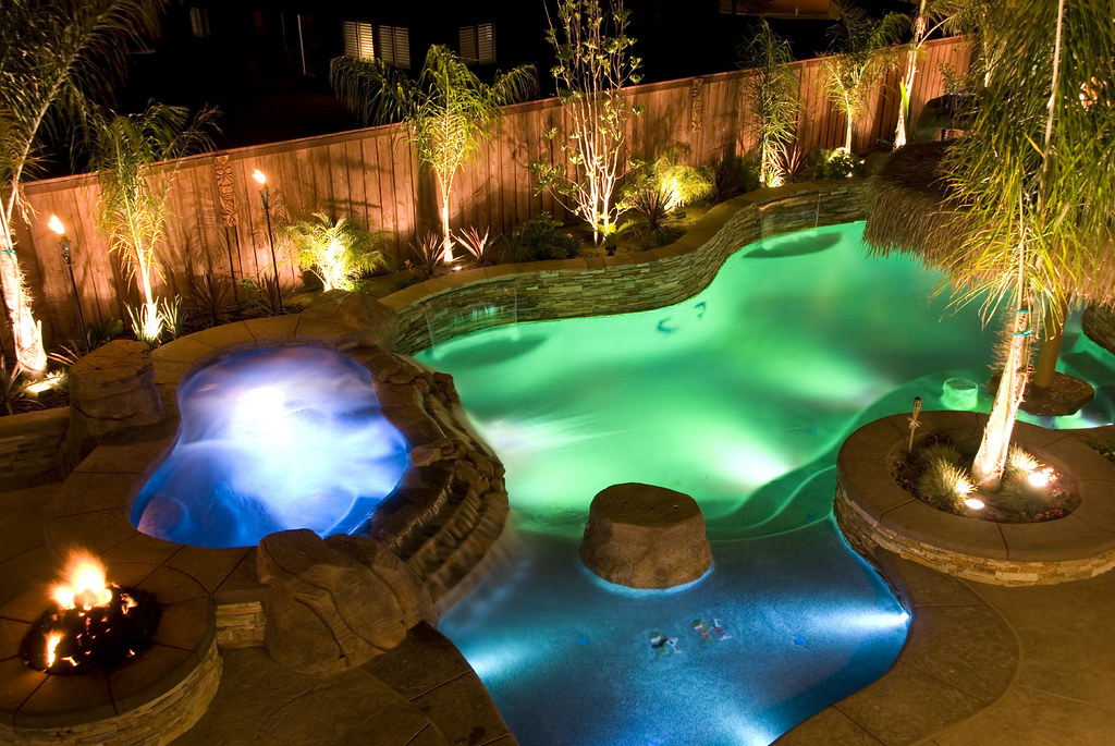 Raised spa sun shelf rock feature and pool lighting flickr for Creative pool design jobs