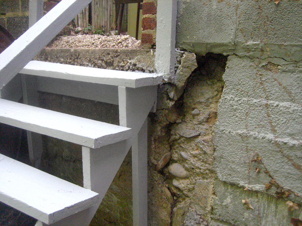 Hole In Concrete Wall : Stairs back hole in concrete wall big enough to st