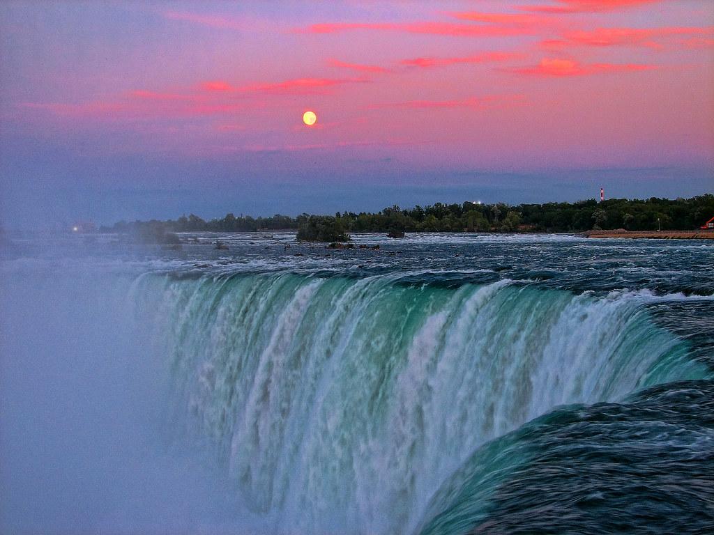 Niagara Falls Romantic Hotels