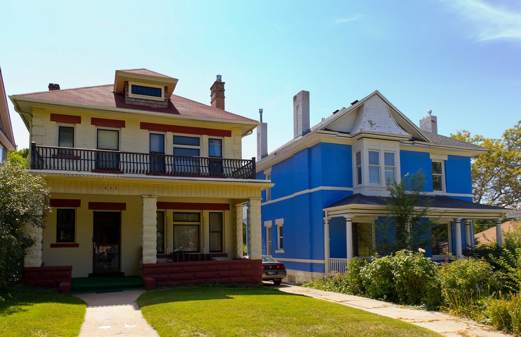 Yellow foursquare and blue houses american foursquare for American foursquare homes for sale