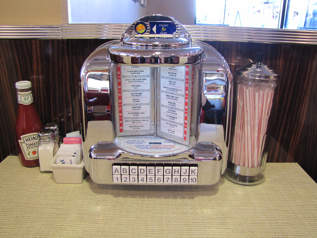 Johnny rockets 39 table jukebox see monterey flickr for Table a diner