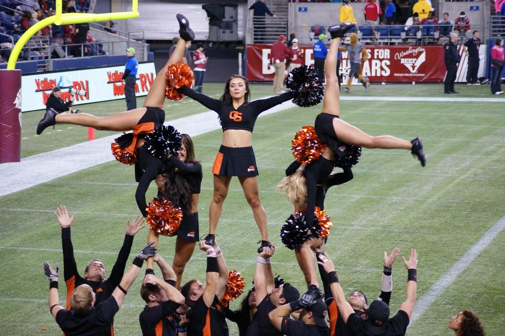 Oregon state beavers cheerleaders