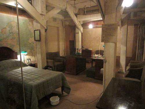 churchils bunker bedroom Underground homes, Military