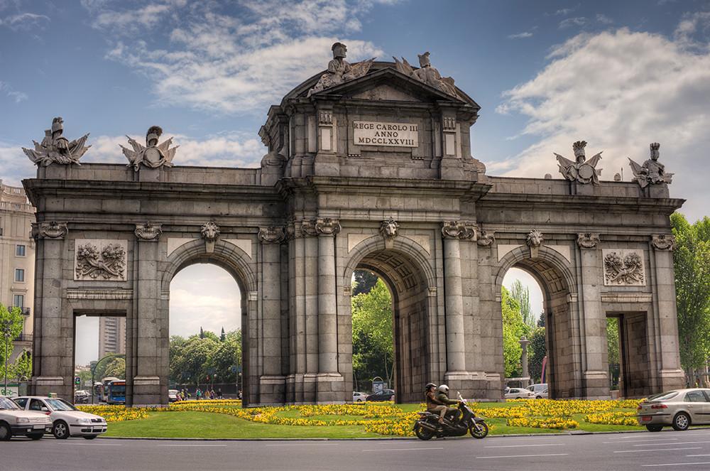 Puerta de alcal madrid spain hdr the puerta de - La chulapa de alcala madrid ...