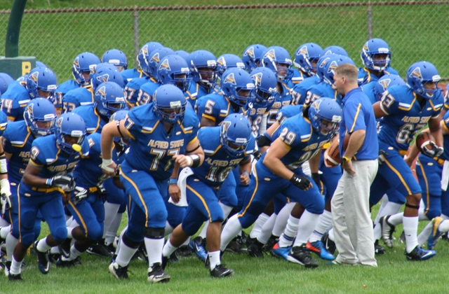 Alfred State Football | Huddle break | Alfred State | Flickr