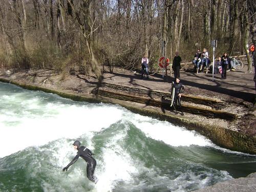 Surfeando jard n ingl s munich alemania surfing englis for Jardin anglais munich surf