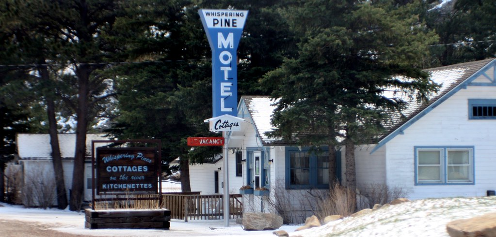 The Pines Motel And Cottages Grab Valley Ca