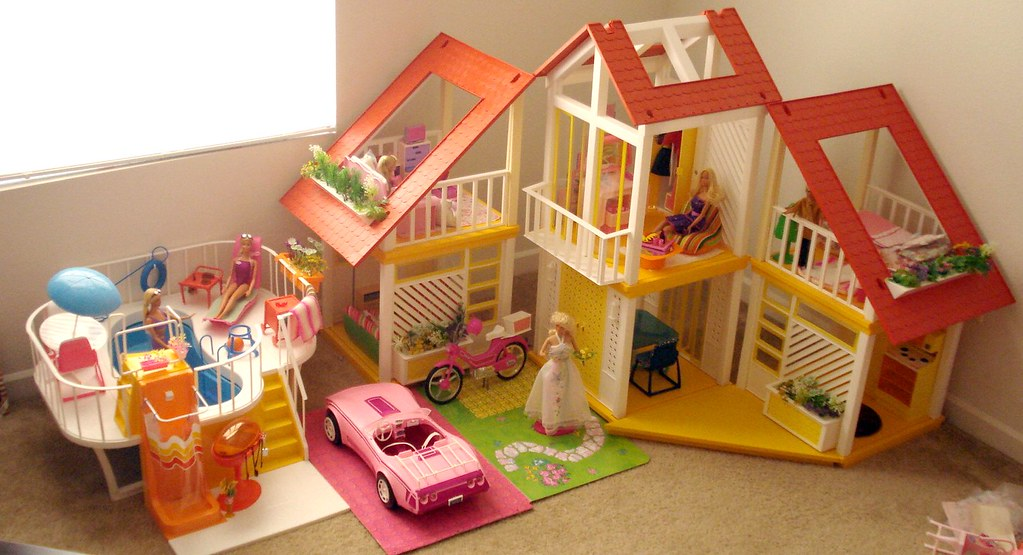 Barbie Dream House The House The Pool The Car And A Fe Flickr