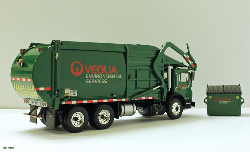 First Gear Veolia Front Load Garbage Truck W Bin Flickr