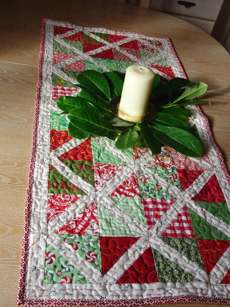 Modern Christmas Tablerunner Detail Blogged Www