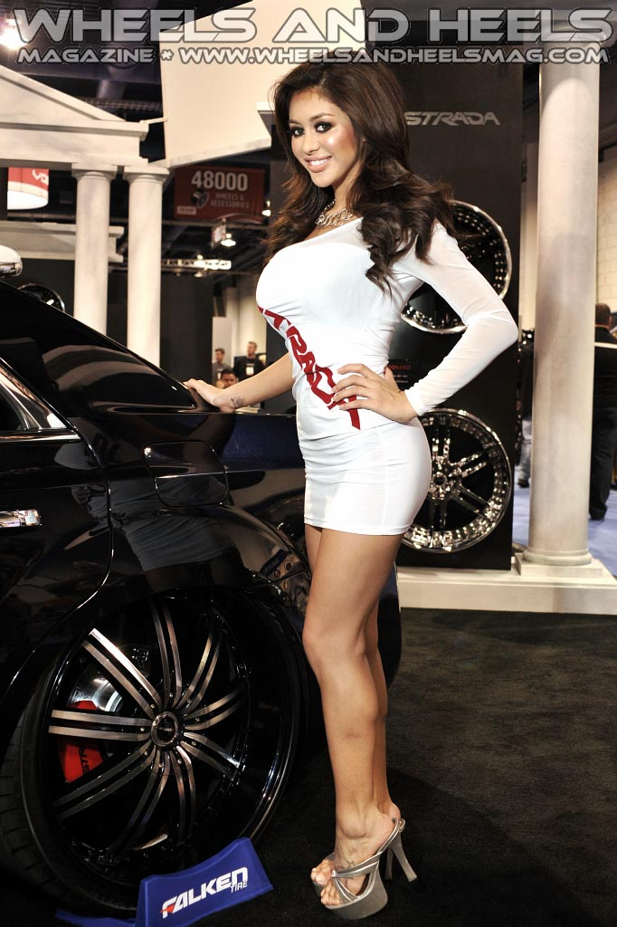 Wheels And Heels Magazine - Strada  2011 Sema 341  Flickr-4981