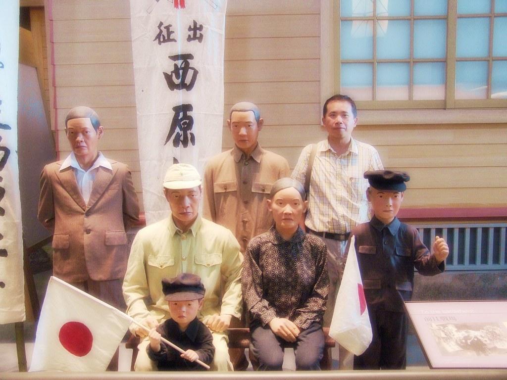 日據時代的軍伕出征全家團照-國立台灣歷史博物館-台南市安南區 (Wax figures in National Museum of Taiwanese History, Tainan City, Taiwan)
