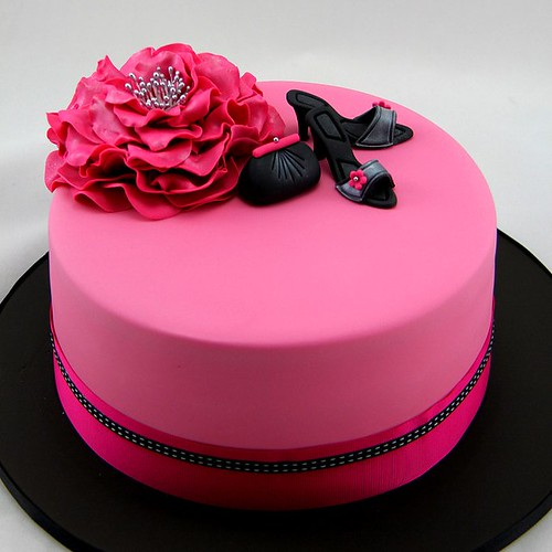 Hot Pink Glamour Cake This Triple Layer Chocolate Mud