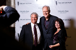 1118 John Lithgow takes photo with strangers | by movies05
