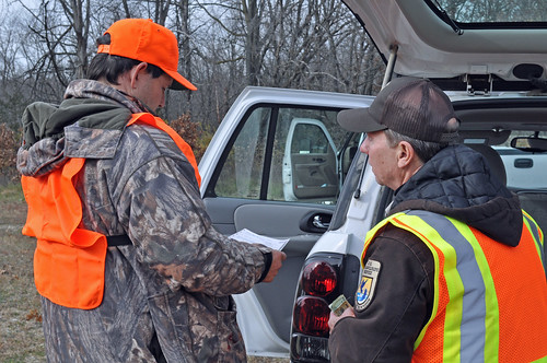 Issuing Permit Jeff Fraizer& Ed Britton | by U.S. Fish and Wildlife Service - Midwest Region