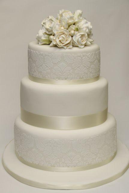 V 3 Stockige Hochzeitstorte Weisse Rosen Damaskmuster Flickr
