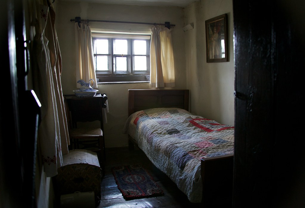 maid 39 s bedroom me in the maid 39 s bedroom with a camera flickr. Black Bedroom Furniture Sets. Home Design Ideas