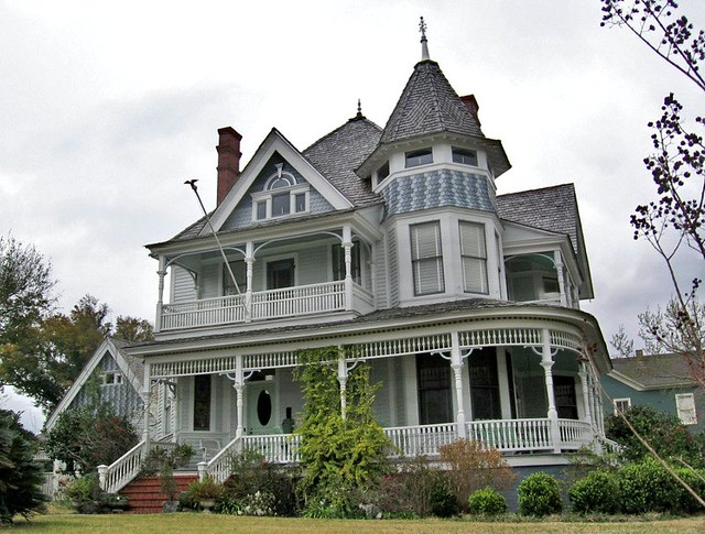 Victorian house with tower north hill pensacola florida for Victorian homes for sale florida