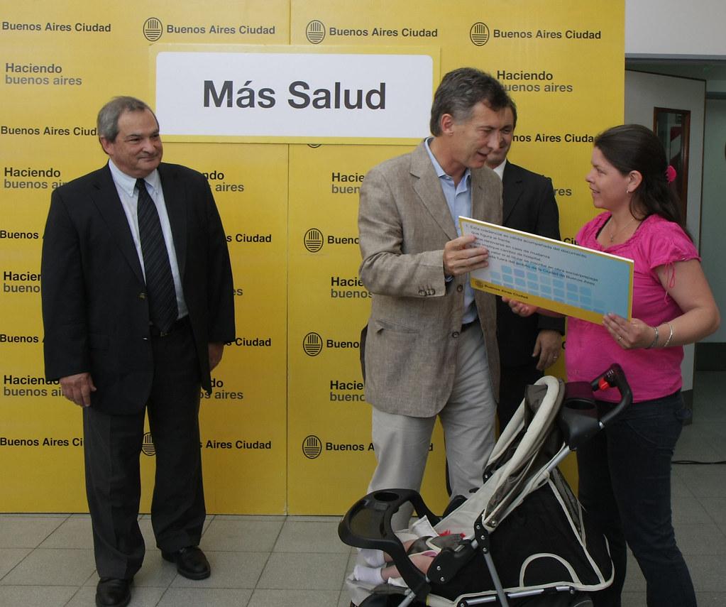Mauricio macri entreg la tarjeta del plan de cobe for Plan de viviendas macri