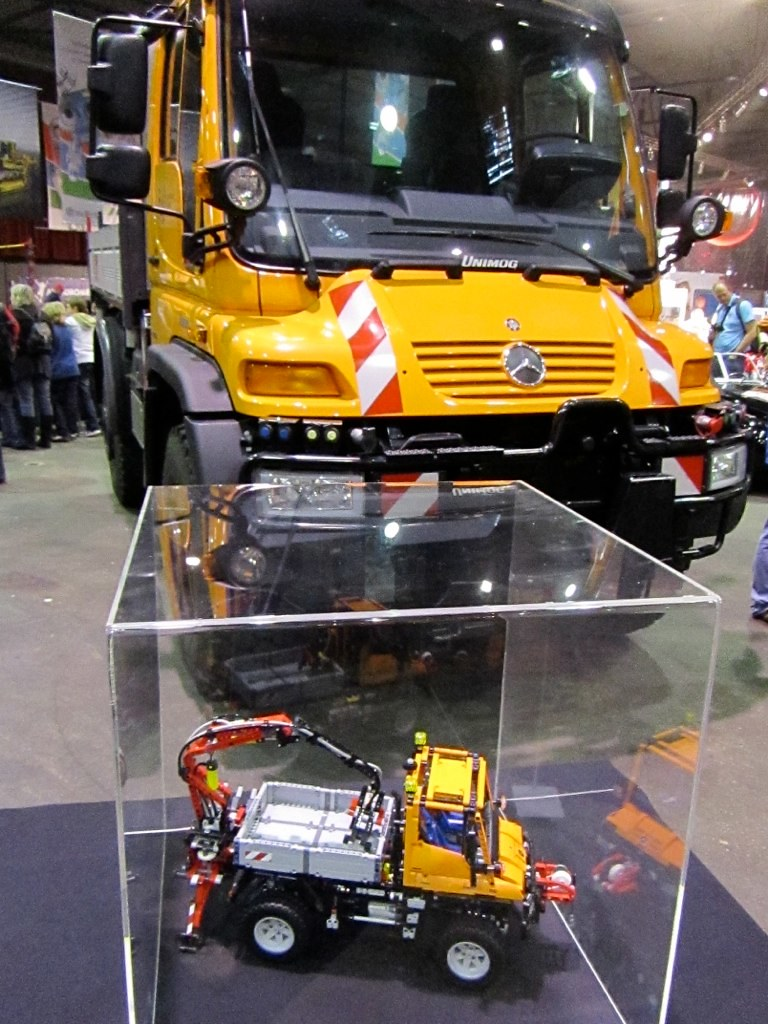 Lego Technic Mercedes Benz Unimog U400 Lego World 2011