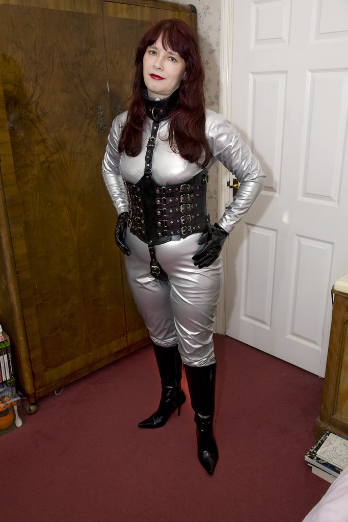 Mg2758  Linda - New Corset, Silver Catsuit  Traveller -6567