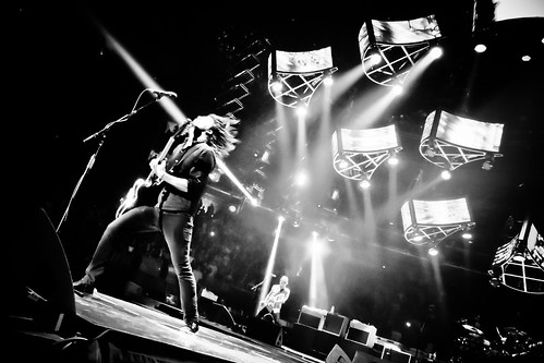 Everlong front man dave grohl during the foo fighters - Foo fighters madison square garden ...