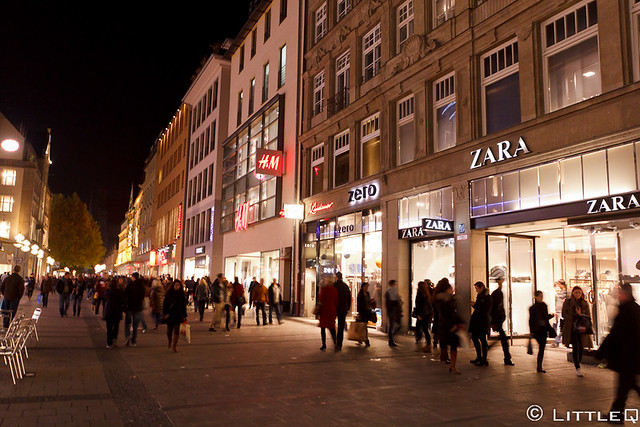 zara and h m in marienplatz munich flickr photo sharing. Black Bedroom Furniture Sets. Home Design Ideas