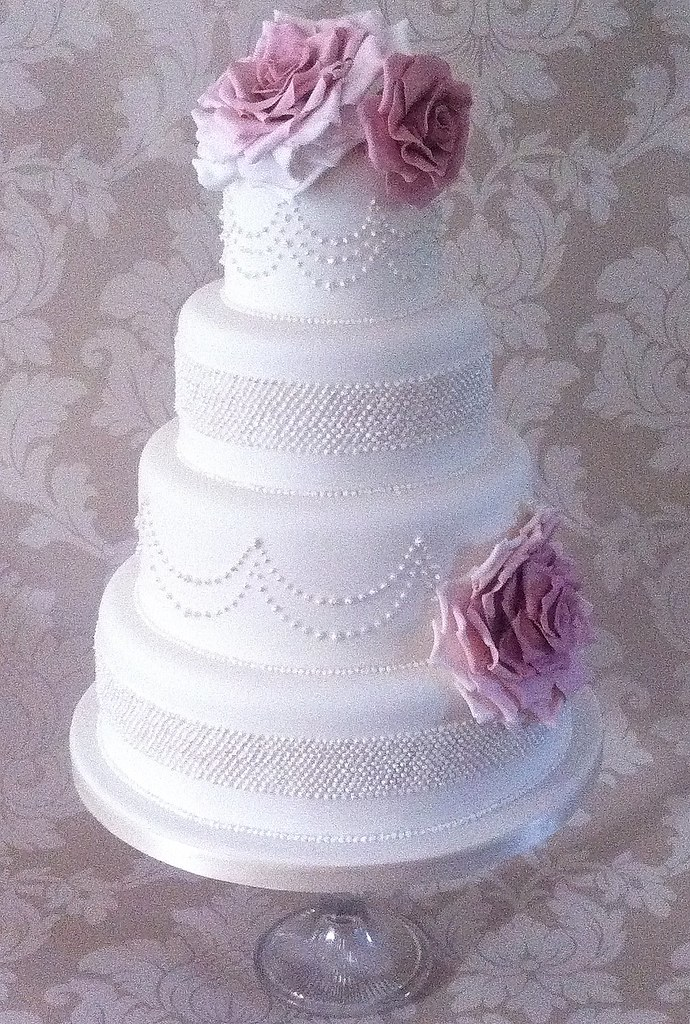 wedding cakes with roses and pearls cakes vintage amp pearls wedding cake 26108