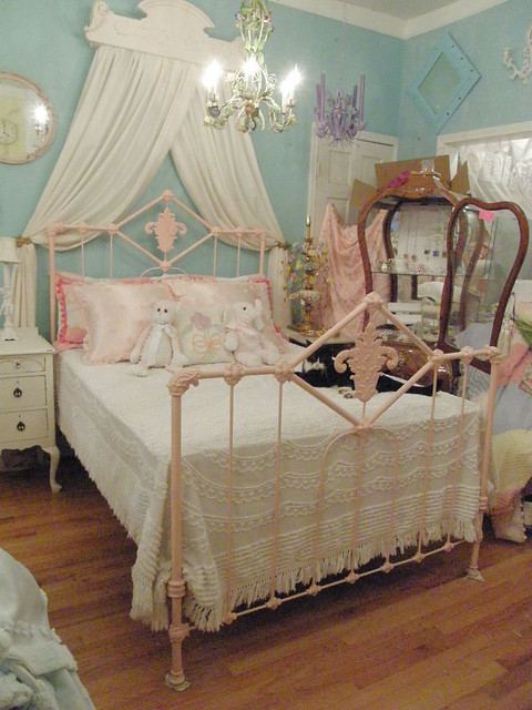 Pink Antique Wrought Iron Bed Shabby Chic Flickr Photo