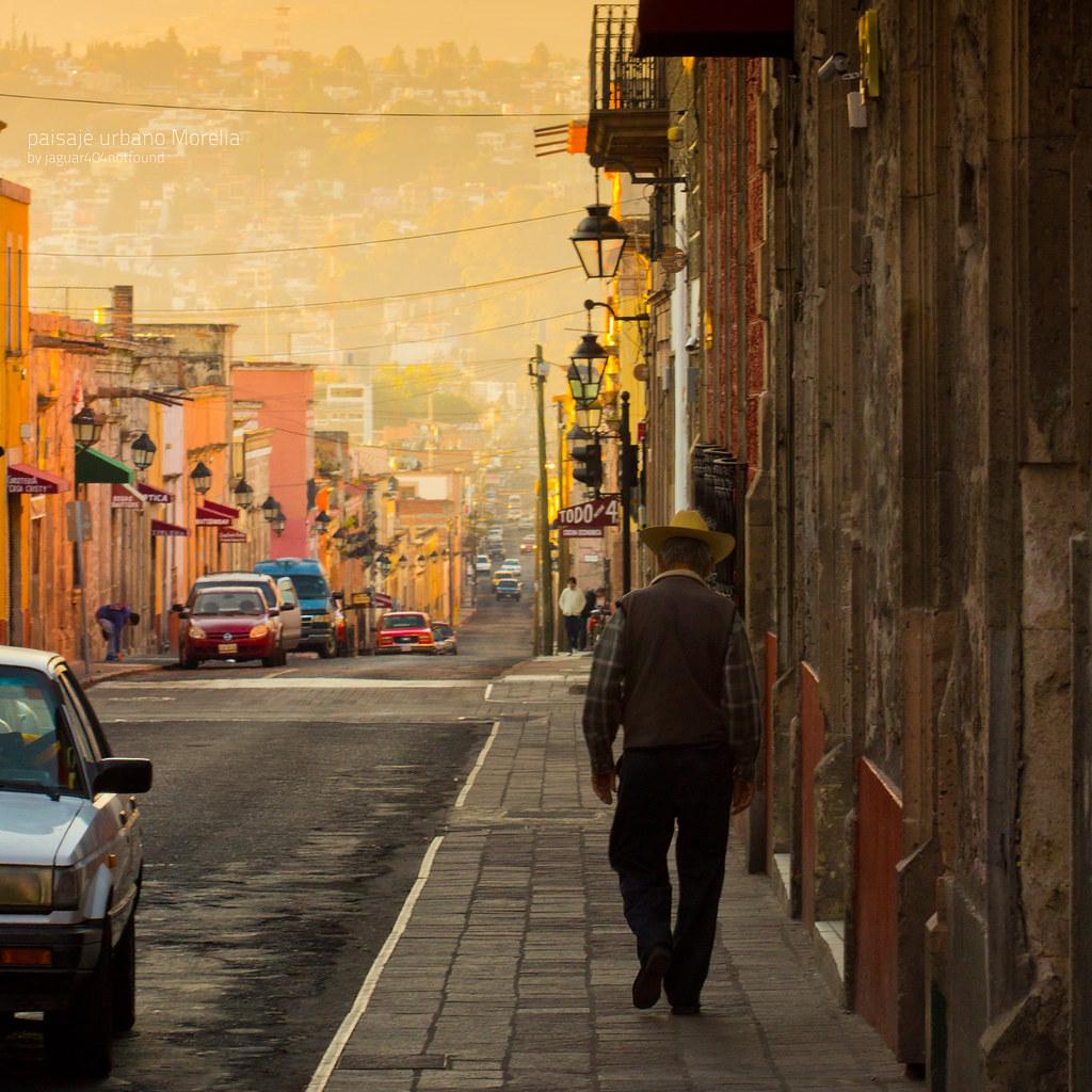 Paisaje Urbano Morelia Michoac 225 N Una Persona Baja Por Las Flickr
