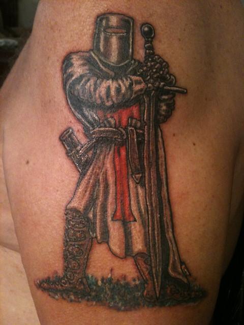Что означает тату крестоносец