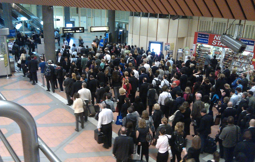 Queue at gates, Flagstaff station, 8:52am (back when there were hybrid Metcard/Myki gates)